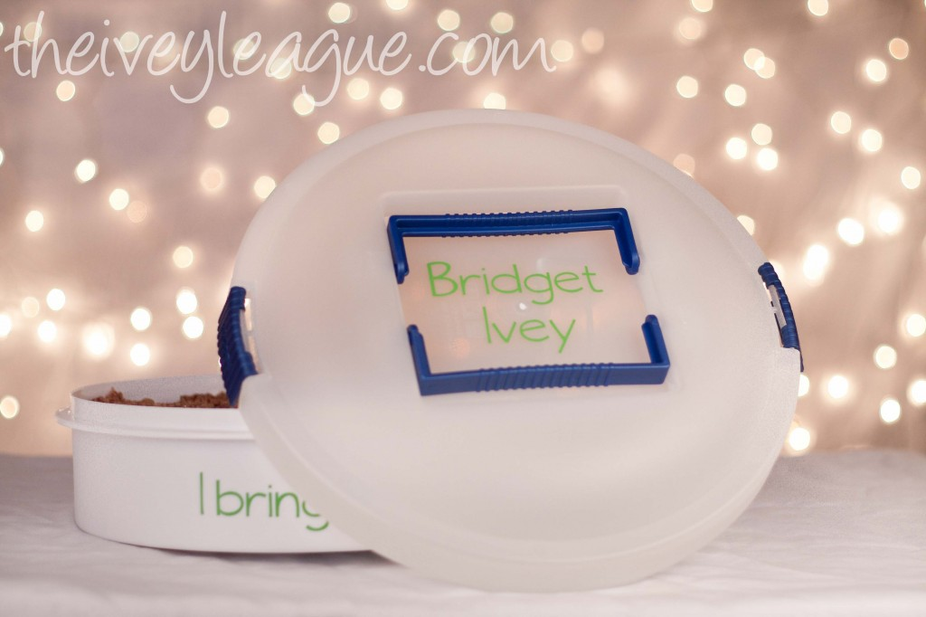 pie holder 31 1024x682 12 Crafts of Christmas {DIY Personalized Dessert Carrier}