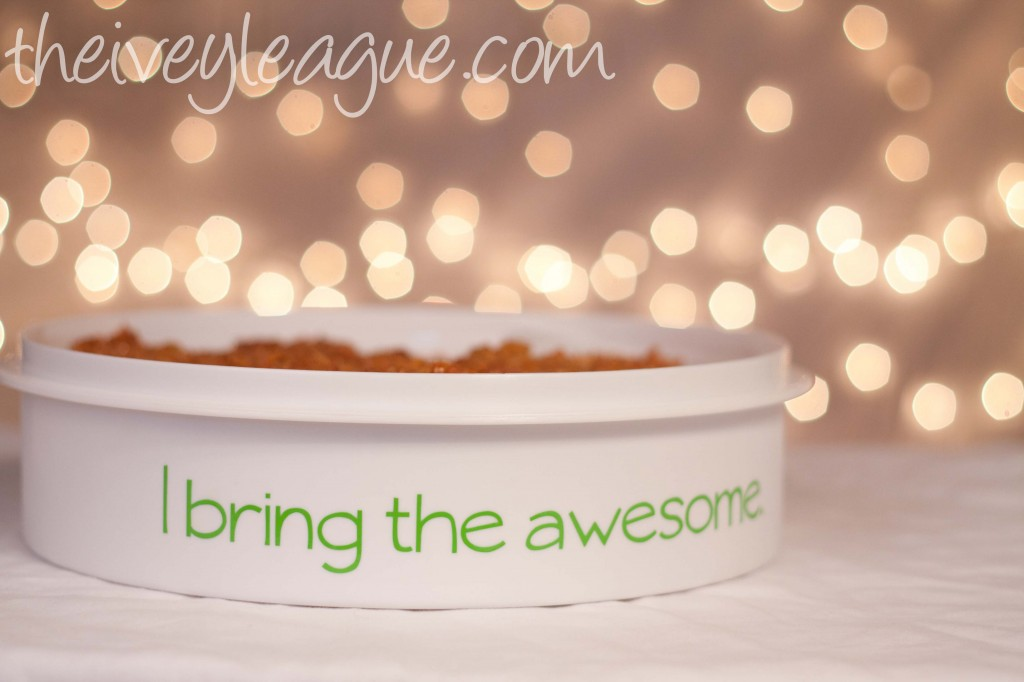 pie holder 4 1024x682 12 Crafts of Christmas {DIY Personalized Dessert Carrier}