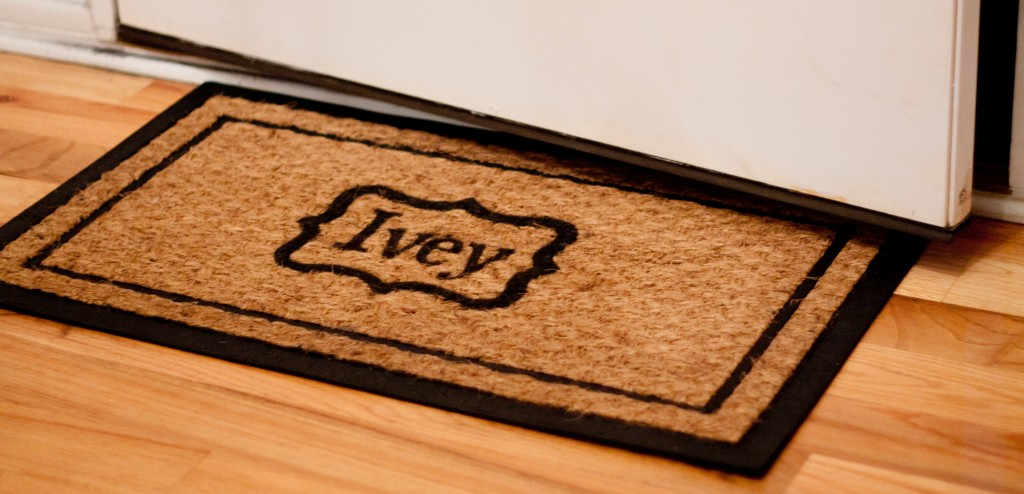 rug 1 1024x494 12 Crafts of Christmas {DIY Personalized Welcome Mat}